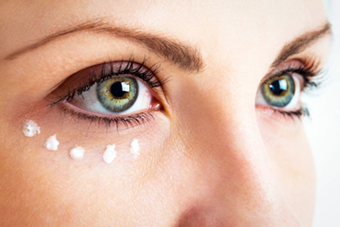 Embellir votre regard grâce à l'acide hyaluronique - Médecine esthétique Versailles 78